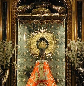 Virgen con manto